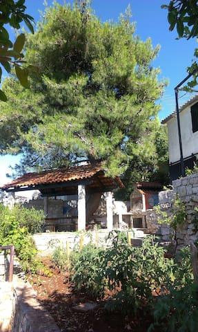 Villa Kuso - Stomorska - House