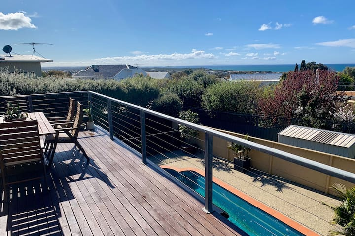 LUNE: Stylish holiday home with ocean views + pool