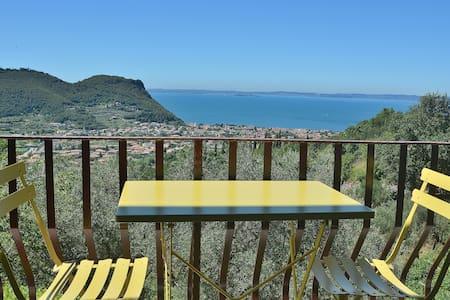 House Pool And Views On Garda Bay - Garda - Wohnung