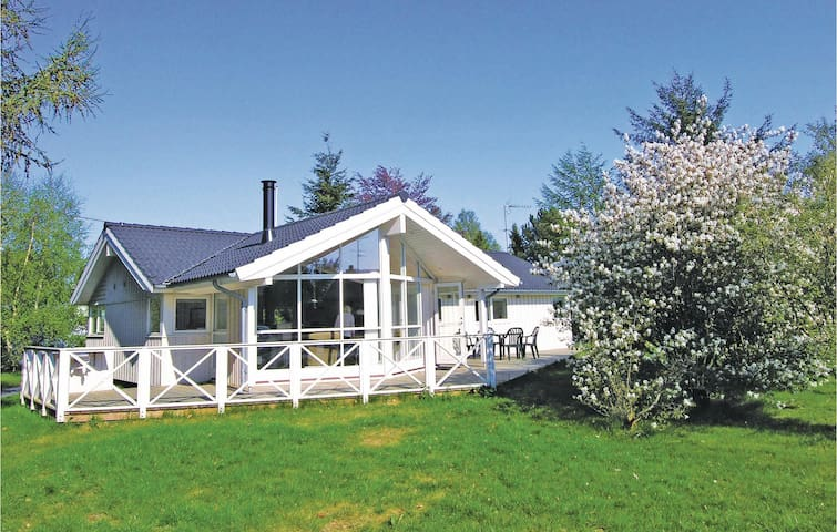 Holiday cottage with 3 bedrooms on 107m² in Gilleleje