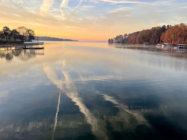 Super lakefront guest unit, private dock big water