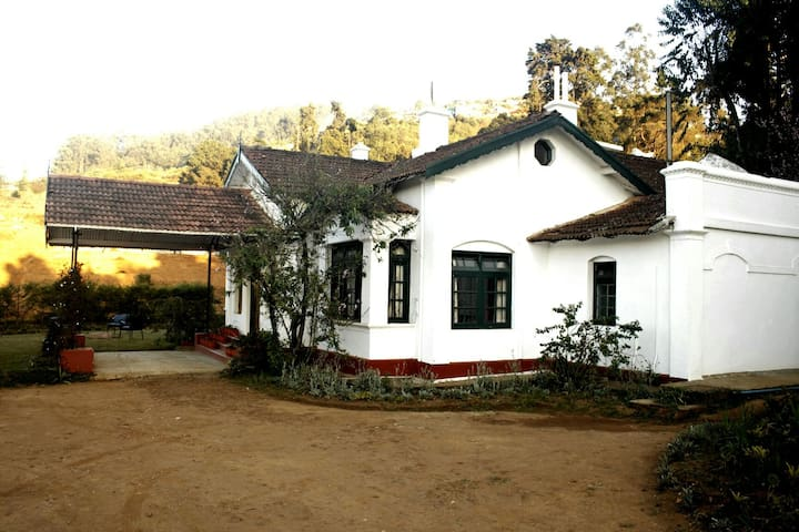 Bungalow in Ooty by Tranquilitea
