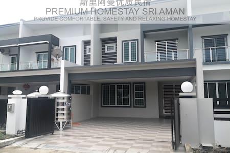 PREMIUM HOMESTAY SRI AMAN 4paxs