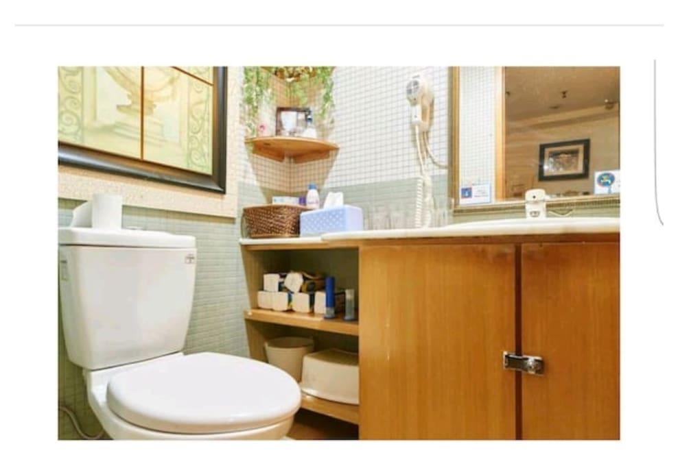 廁所一有兩台吹風機在這裡提供使用
