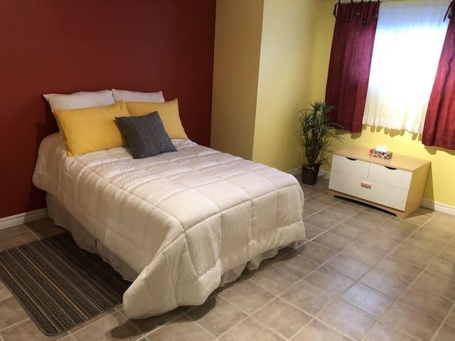Drummondville,  chambre accueillante, confortable.