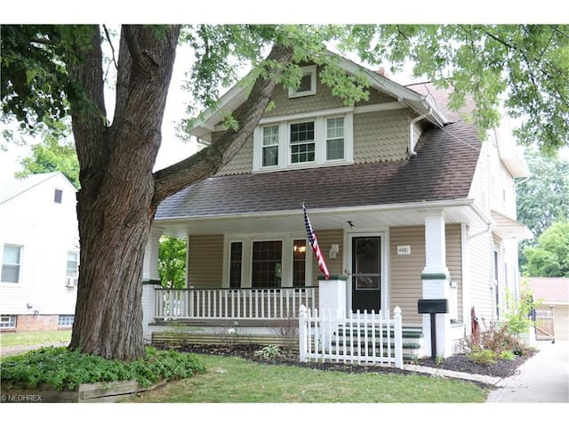 Beautiful home available for rent for RNC - Cleveland - Apartamento