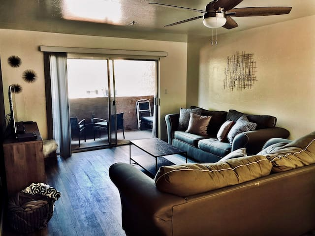 Modern Old Town Scottsdale Condo!  Perfect locale!