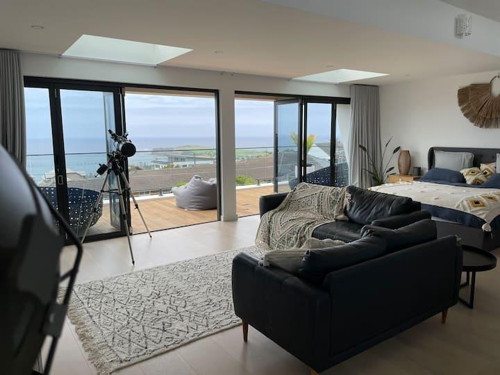Stunning beach house overlooking Long Reef