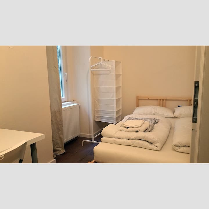 Private Room in Central City West / 4