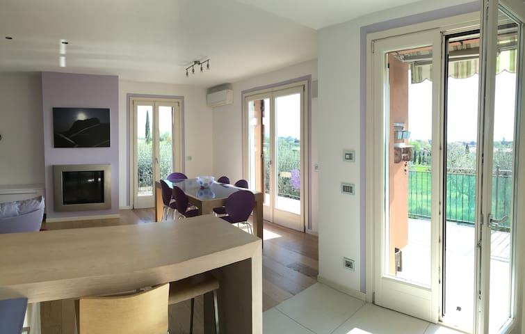 Appartamento luminoso con spettacolare vista lago - Padenghe Sul Garda - Apartment