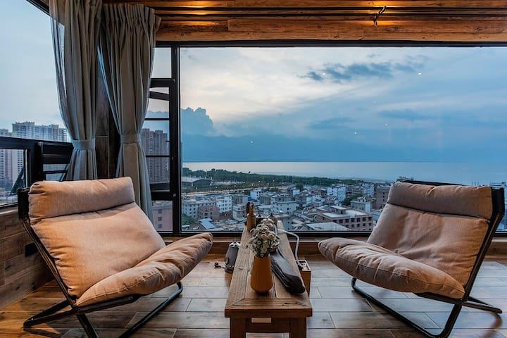 卧室落地窗海景和阳台