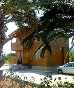 Casa de madera entre naranjos - Llaurí