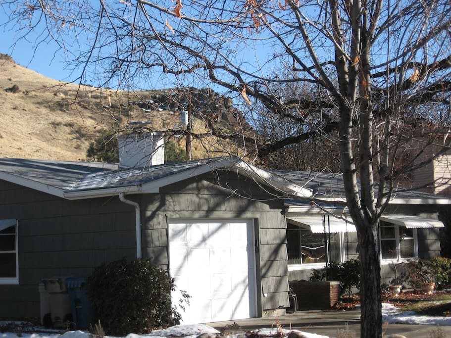 Our well-loved mid-century home and neighborhood are part of the Warm Springs Park Addition, built in the late 1940s, just off of Boise's majestic Warm Springs Avenue.