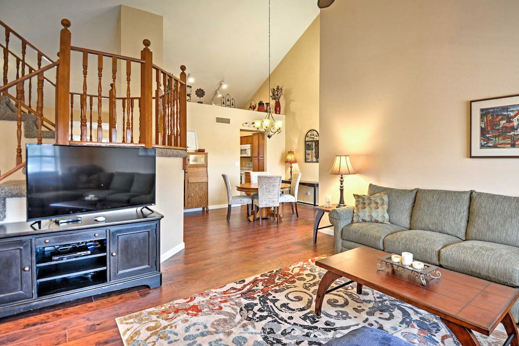 This home for 8 offers 3 bedrooms and 3 bathrooms.
