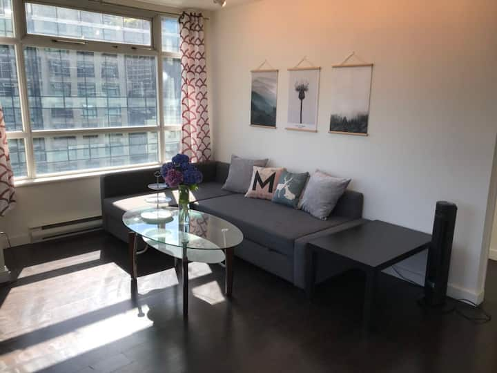 downtown Vancouver one bed & den