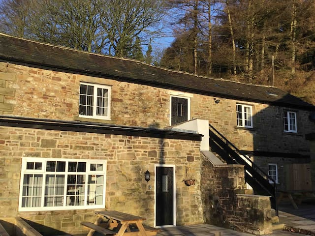 Apartment 1, Snake Pass Coach House, Peak District