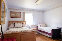 Angel Home offers Private Room, Shared Bath -Yel