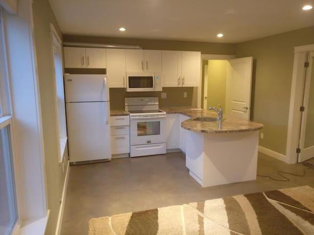 Sunny Metchosin 1 Bedroom Ground Level Suite