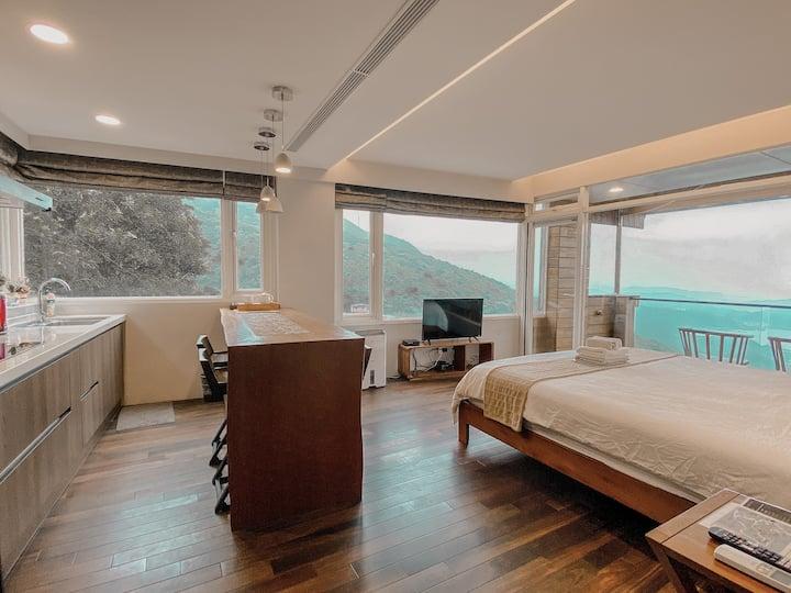 九份【山城逸境】樓上有閒四人房(三面環景窗、獨立樓層、兩張特大雙人床)