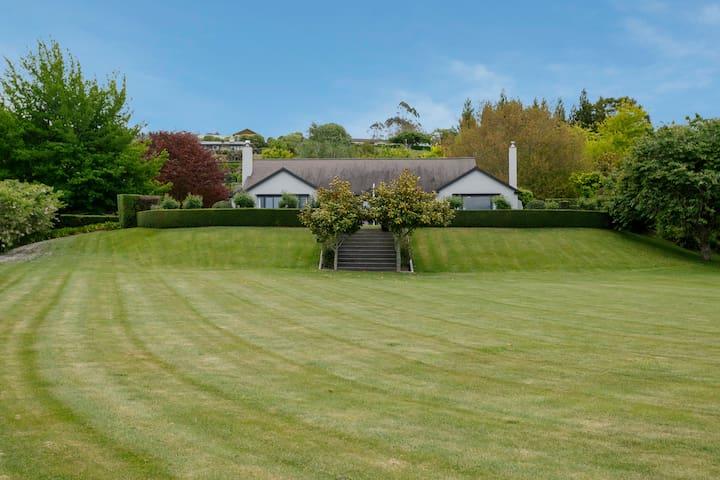 Taupo Retreats - holiday, weddings & events