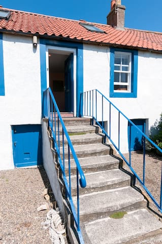 Cosy cottage near The Ship Inn Elie suits couples