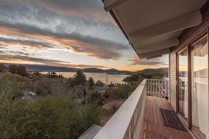 Self contained unit overlooking Lake Jindabyne