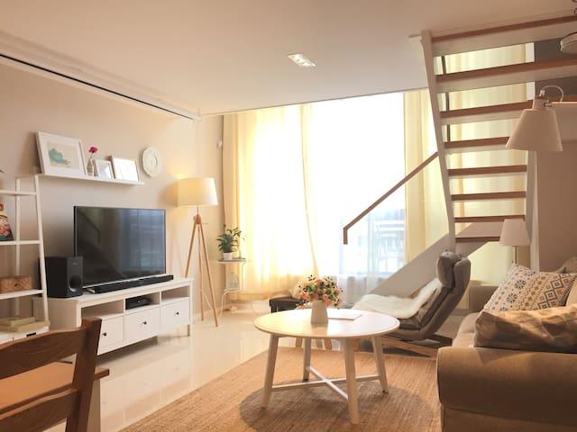 带露天庭院的loft两房豪华公寓(ps3、互联网智能投影、无线音响) - Shanghai - Apartemen