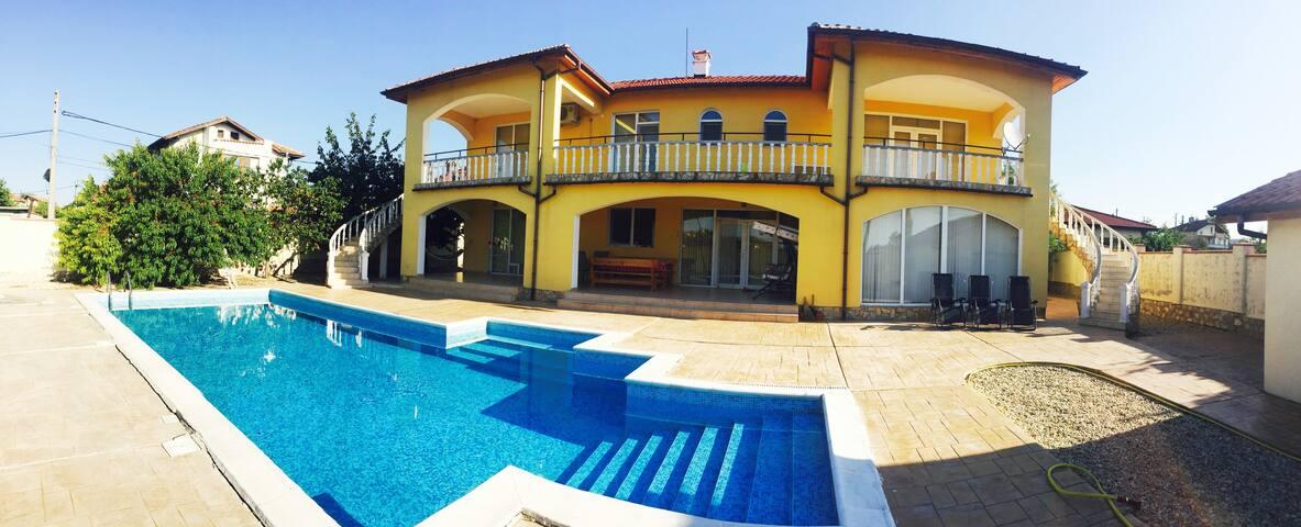 Villa in Banevo