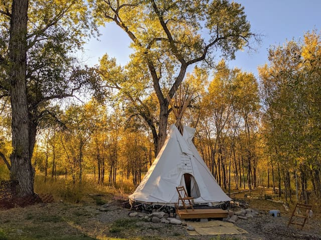 River Walk Tipi – rustic camping with shower house