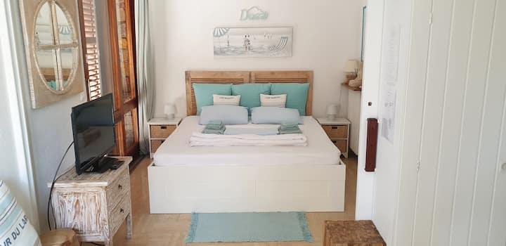 Villa studio with ocean view, 5 min walk to beach.