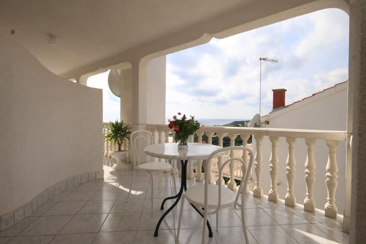 One bedroom apartment with terrace and sea view Rukavac, Vis (A-8837-e)