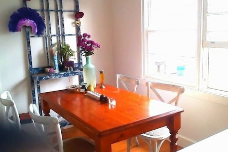 Peaceful Country cottage feel, Heart of Oakleigh - Bentleigh East - Talo
