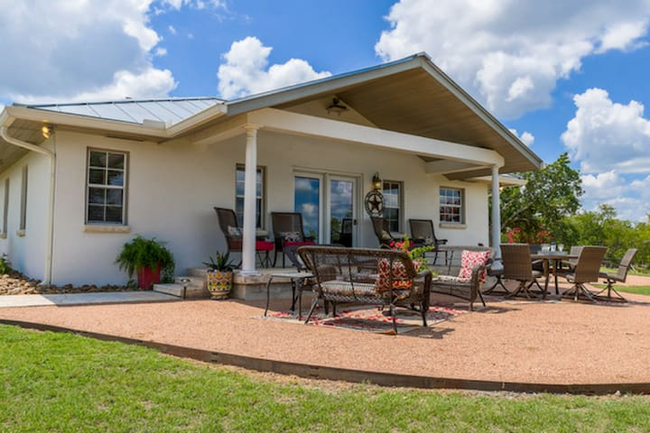 Absolutely Charming Lucky Star Ranch Guesthouse, 3/2 Cottage, Stunning Views!