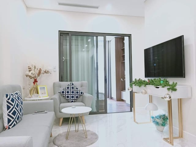 Charming Apartment with West Lake Water Park View