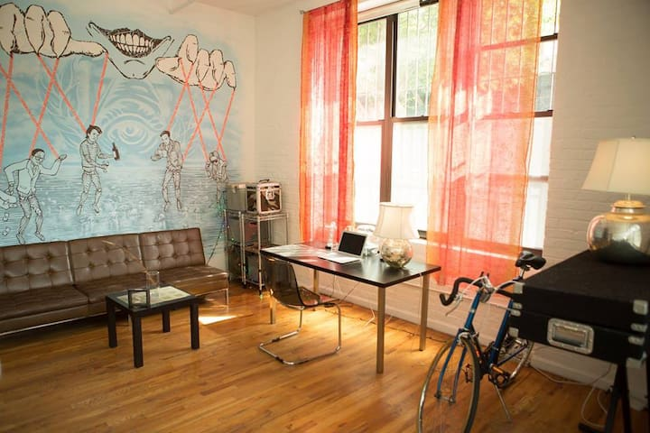 Spacious,sunny, artistic loft by the L train