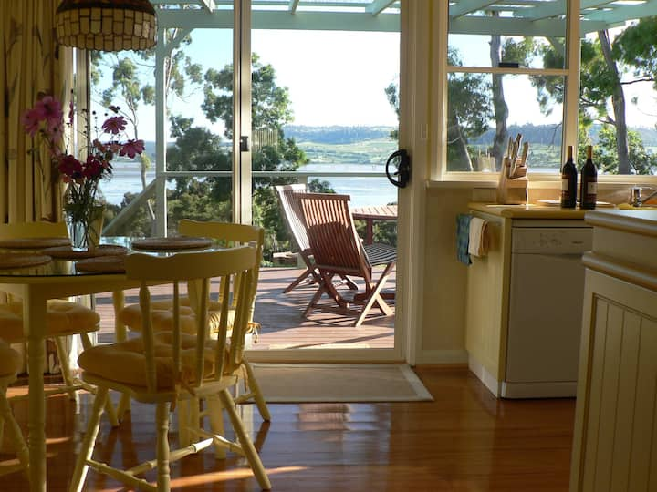 Olive's Cottage: Superb Views Of The Tamar River!