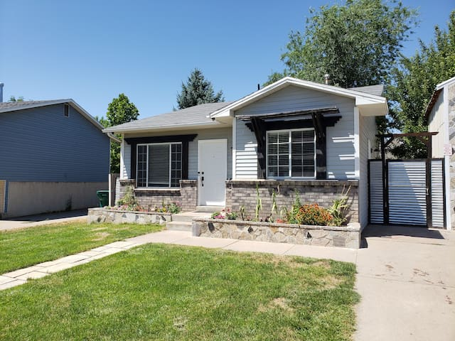 Entire Private 3 Bedroom  Layton Home