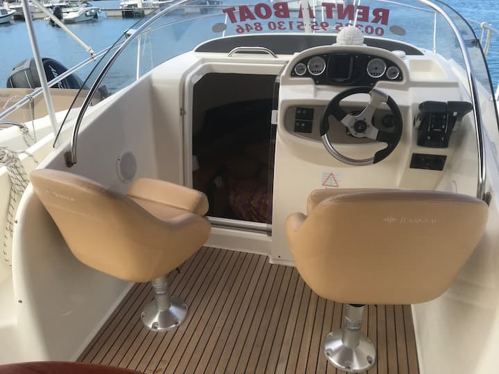 Rent a boat Makarska