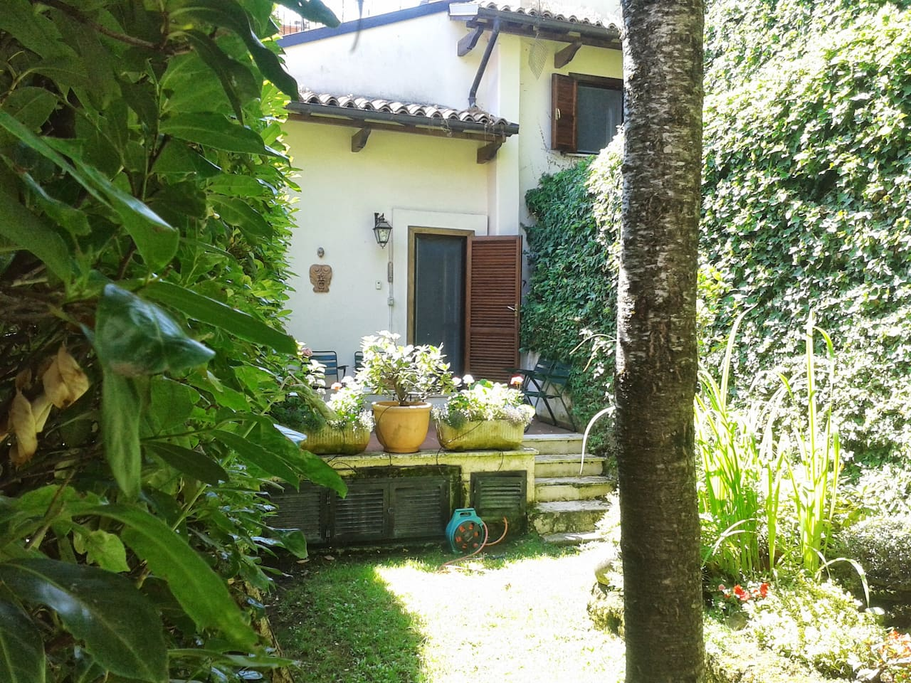 balcone su giardino interno privato