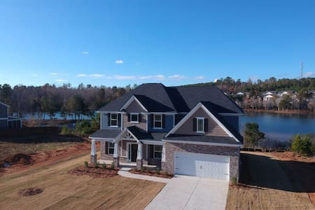 The Lake House 6 miles away from Fort Benning