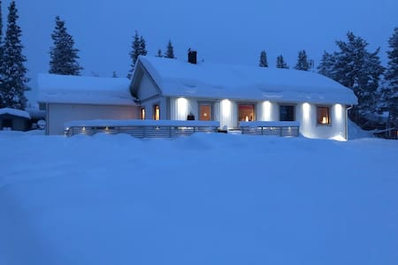 Cosy riverside house close to Icehotel