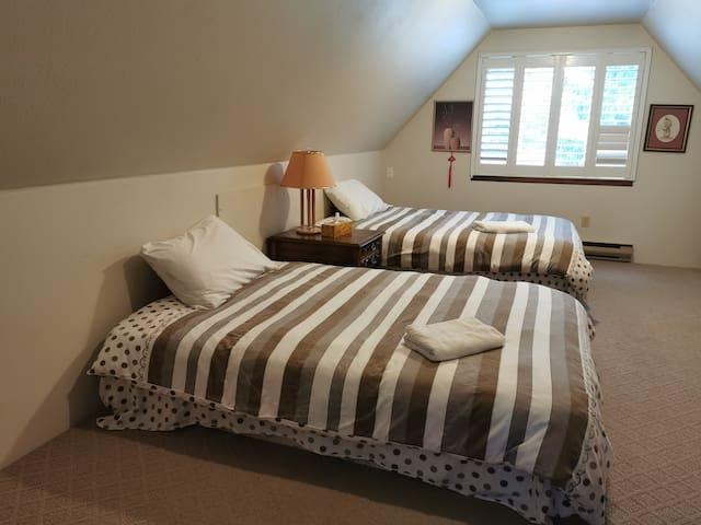 V4 Quite Bedroom in Beautiful North Delta