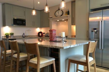 Spacious Surrey Hills 6 bedroom home - Cranleigh - House