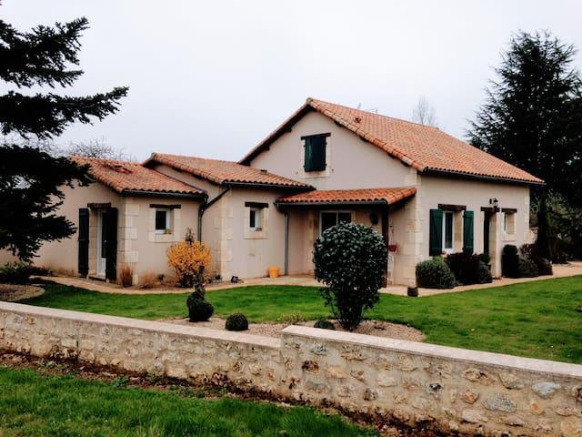 VILLA DE CHARME - Gite du Quéreux - Piscine&Jardin