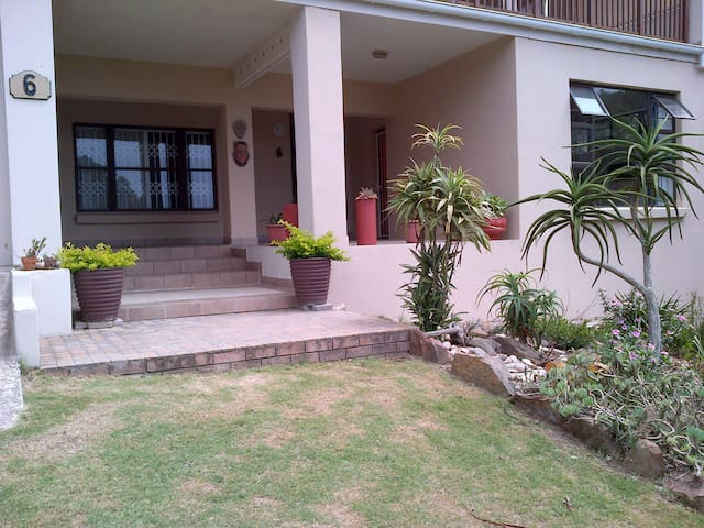Burham No 6 - a comfortable stopover - Port Alfred - House