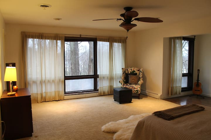 The Lodge at Cricklewood, Master Suite - West Chester - Bed & Breakfast