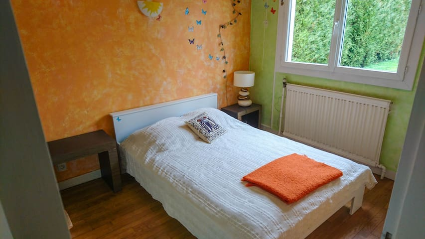Private Room - 40min from Paris - Gif-sur-Yvette - บ้าน