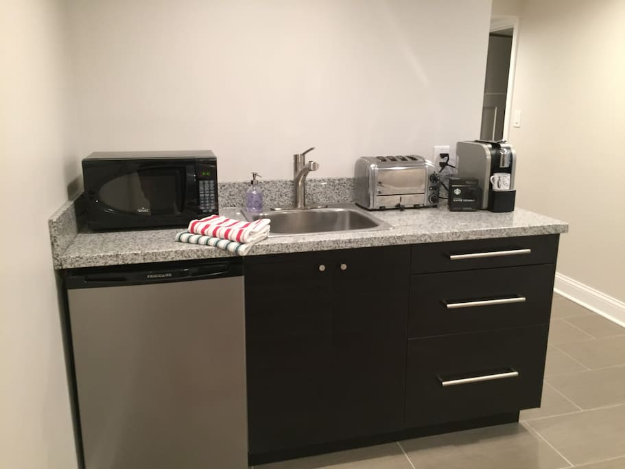 Kitchen has all the the amenities for enjoying a hassle-free breakfast and light snacks.