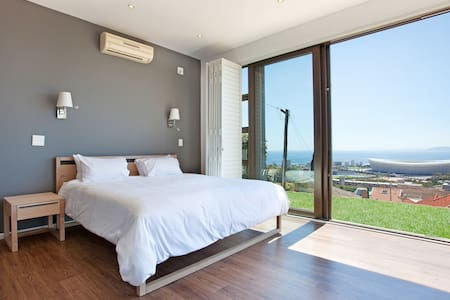 Panoramic Atlantic Ocean & Harbour View Villa