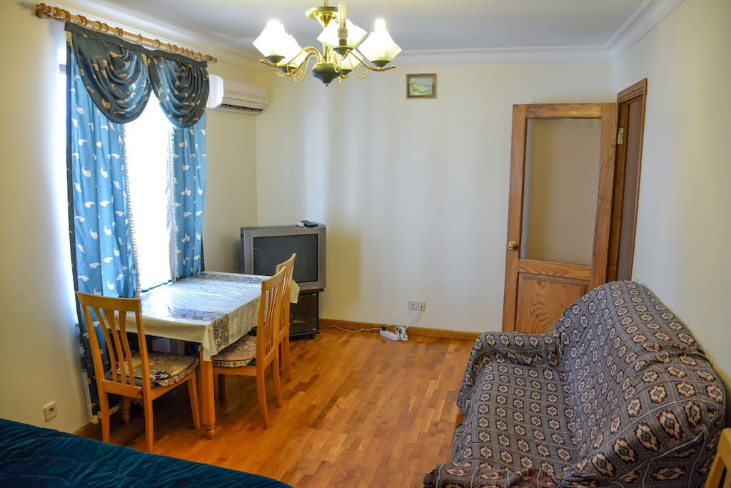 Air conditioning, TV, table with 4 chairs
